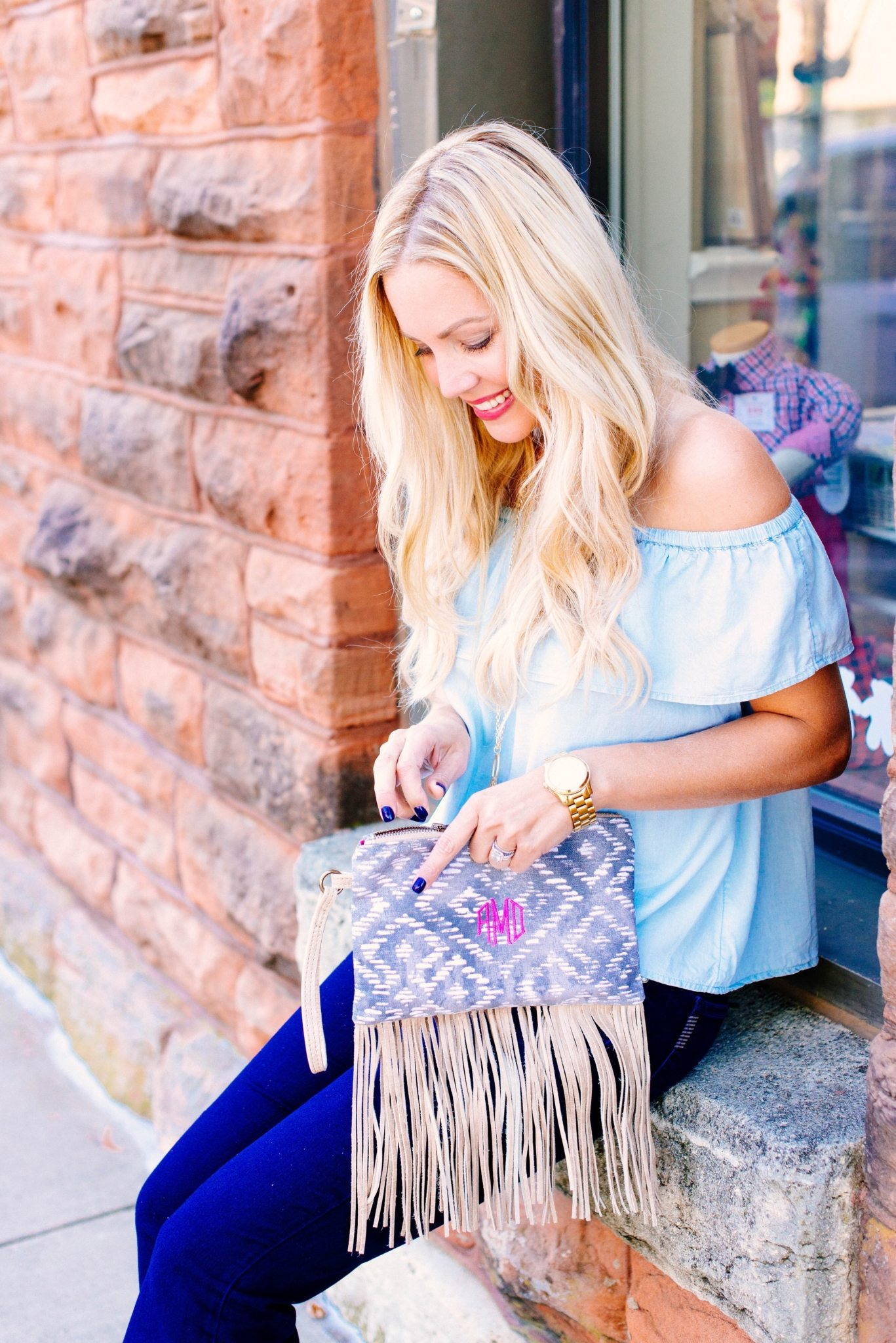 THE CUTEST FRINGE CLUTCH YOU NEED FOR FALL…