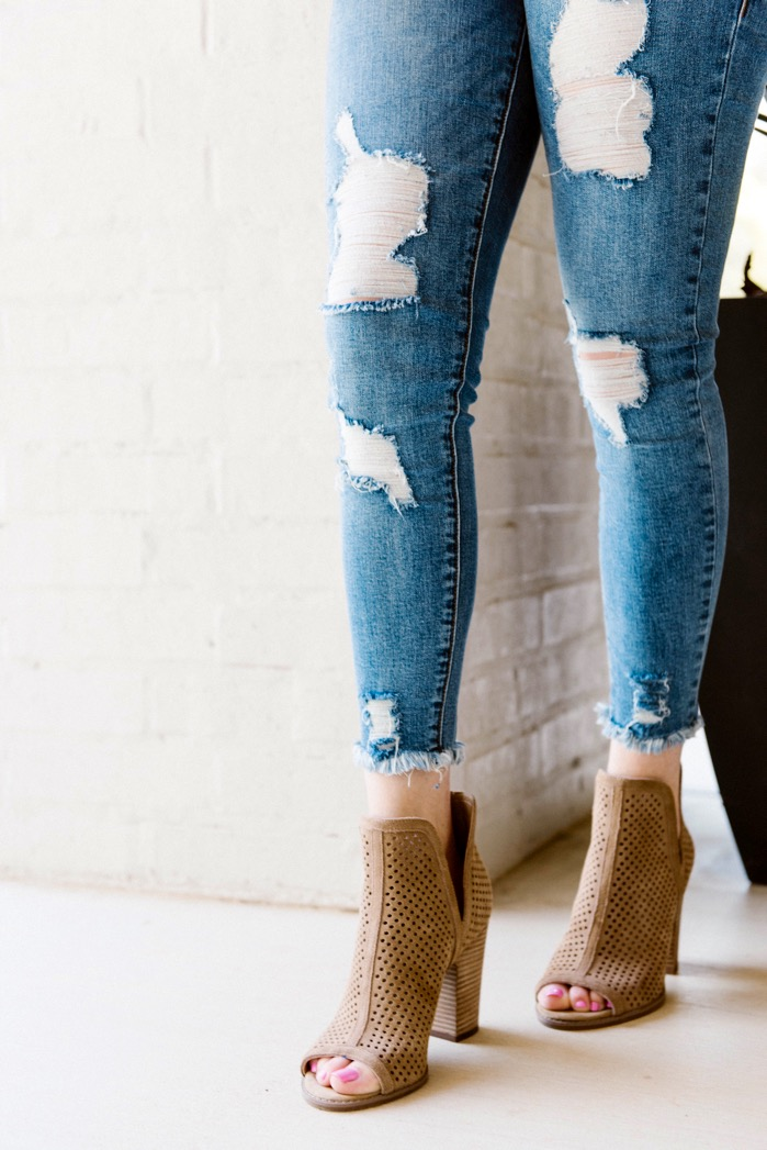 distressed jeans outfits close up
