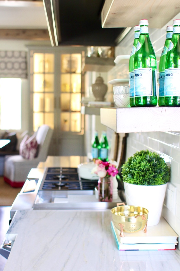 open shelving kitchen decor