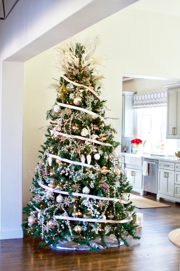 How To Decorate Your Christmas Tree Curls And Cashmere